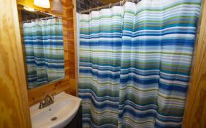 Cedar-Creek-Road-Cabin-Bathroom