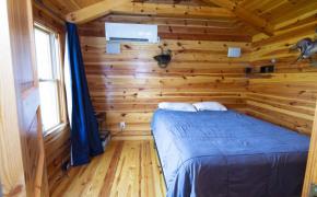 Cedar-Creek-Road-Cabin-Bedroom