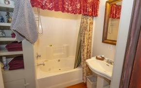Magnolia Manor Gentlemen's Parlor Bath