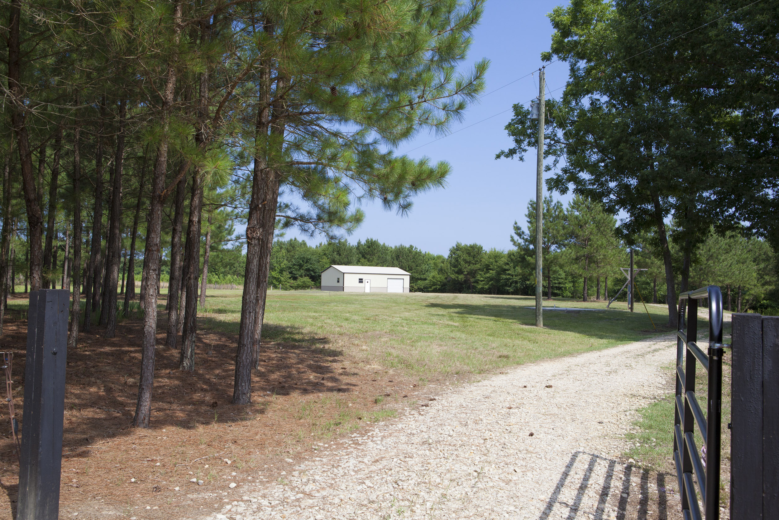 Harnett County acreage with buidling for sale.